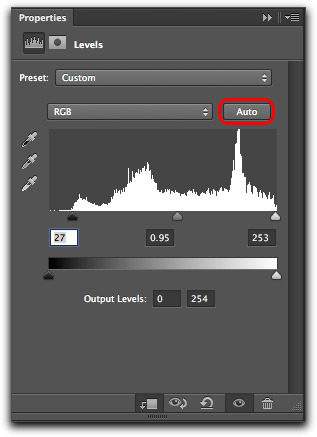 Adobe Photoshop CS6: The improved Auto button in the Levels properties panel.
